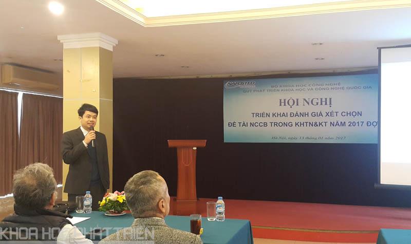 Ông Nguyễn Tiến Dũng báo cáo tại hội nghị.