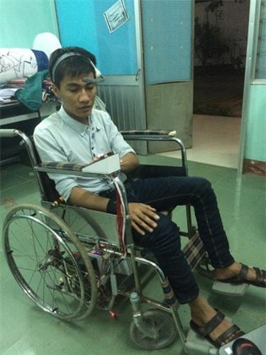 Xe lăn điều khiển bằng sóng não giúp người bại liệt tự di chuyển - 2