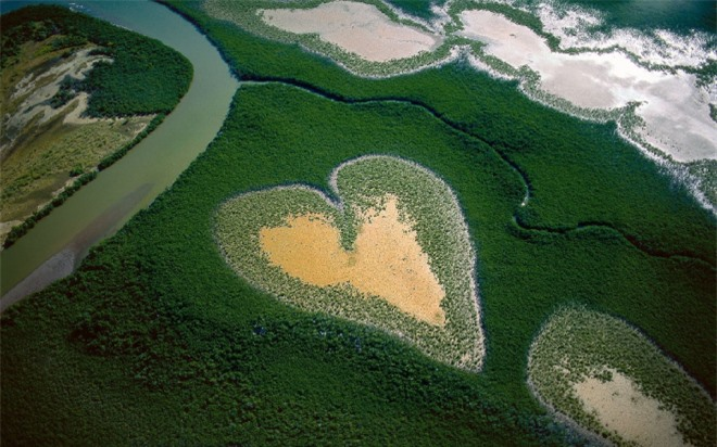10 trái tim khổng lồ giữa lòng thiên nhiên