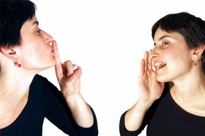 """Tự nói chuyện một mình có vẻ rất """"tâm thần"""" nhưng lại giúp bạn vượt qua khó khăn cuộc sống dễ hơn."""