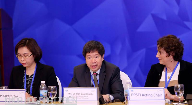 Thứ trưởng Trần Quốc Khánh (ngồi giữa) phát biểu tại buổi khai mạc cuộc họp
