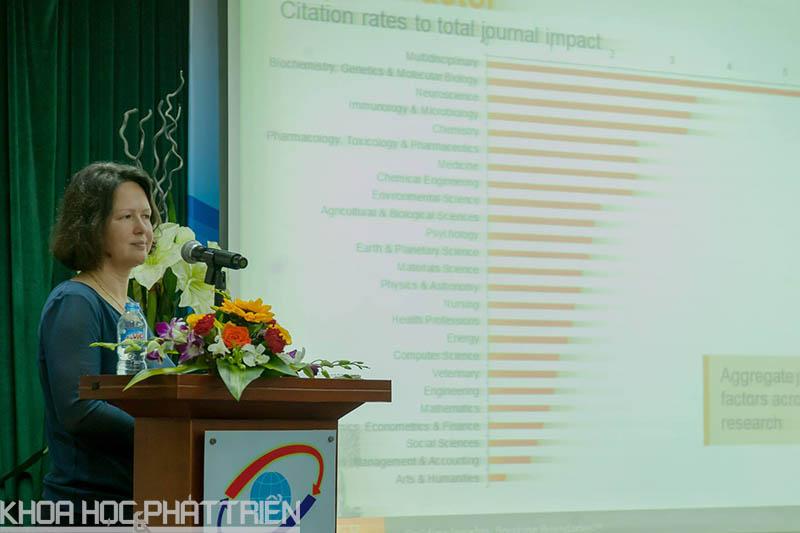 bà Velerie Teng chia sẻ nhiều kinh nghiệm quý trong việc viết bài báo khoa học gửi đến các tạp chí quốc tế.