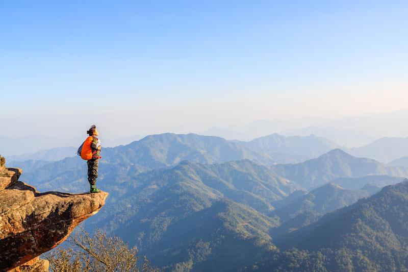 Đỉnh Pha Luông từng nổi tiếng qua những áng thơ trữ tình và bản hùng ca của nhà thơ Nguyễn Quang Dũng trong bài thơ Tây Tiến. Ảnh: Aoshivn.