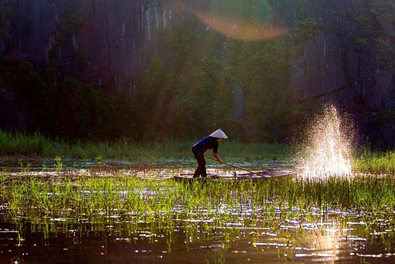 """Nó là nơi sở hữu 2 kỷ lục của trung tâm sách kỷ lục Việt Nam năm 2010 đó là """"Nơi có số lượng cá thể voọc mông trắng nhiều nhất"""" và """"Nơi có bức tranh tự nhiên lớn nhất""""."""