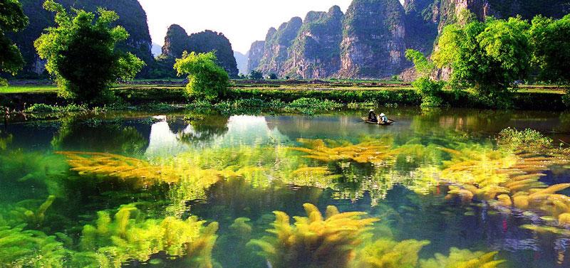 """Những quả núi bị cô lập thành những đảo đá giữa thung nước mênh mông đã """"tình cờ"""" trở thành cứu cánh cho nhiều loài động, thực vật thoát khỏi bàn tay triệt phá của con người. Ảnh: Emeraldaresot."""