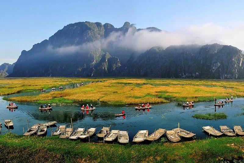 Vùng đất ngập nước Vân Long là một khu vực đa dạng về hệ sinh thái. Ngoài hai hệ sinh thái chủ yếu là đất ngập nước và rừng trên núi đá vôi còn có cả hệ sinh thái đồng ruộng, bãi cỏ, nương rẫy và hệ sinh thái làng bản. Ảnh: Vietnamtourism.