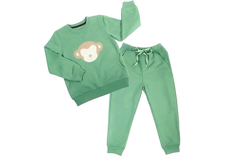 Nên chọn trang phục thoải mái cho bé. Ảnh minh hoạ.