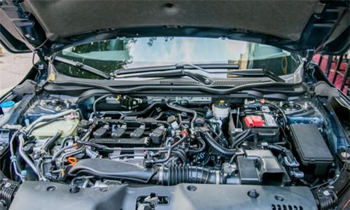 động cơ VTEC tăng áp, dung tích 1.5L, 4 xi-lanh thẳng hàng với trục cam đôi DOHC.