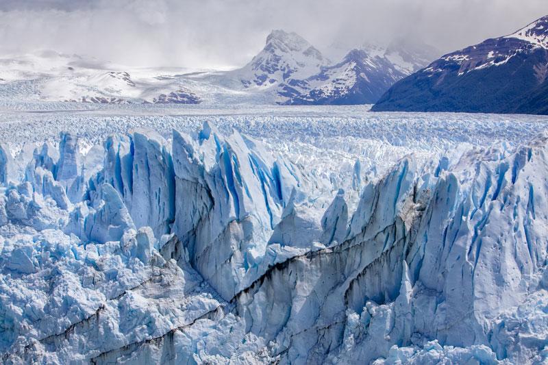 5. Vườn quốc gia Los Glaciares. Vườn quốc gia nằm ở tỉnh Santa Cruz, Patagonia của Argentina. Năm 1981, vườn quốc gia này được công nhận là di sản thế giới của UNESCO. Được lập vào năm 1937, đây là vườn quốc gia lớn thứ hai ở Argentina.
