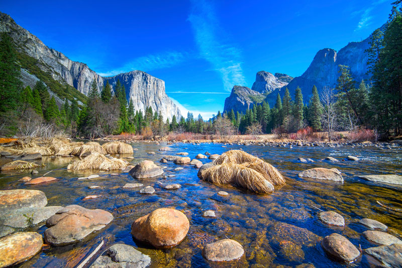 6. Vườn quốc gia Yosemite. Là vườn quốc gia có lãnh thổ phần lớn thuộc về quận Mariposa và quận Tuolumne, California, Mỹ. Công viên này có diện tích 3.081 km2. Vườn được UNESCO công nhận là di sản thế giới năm 1984.