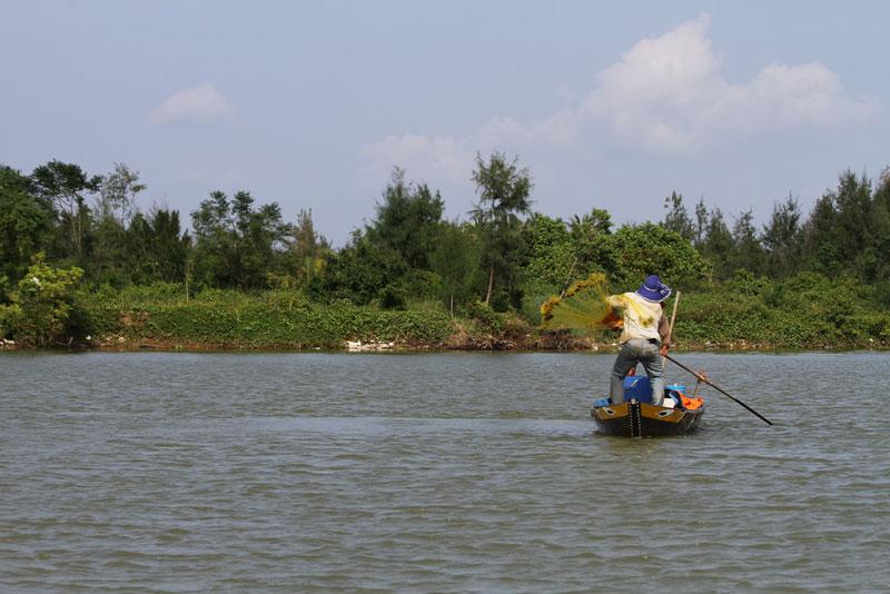 Sông bắt nguồn từ núi Ngọc Linh cao 2.598m thuộc huyện Nam Trà My, tỉnh Quảng Nam. Ảnh: Pinguin1961.