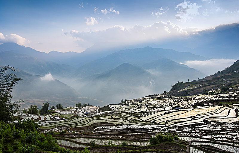 Ngải Thầu là địa bàn sinh sống của đồng bào Mông và Hà Nhì, cuộc sống còn nhiều khó khăn nhưng rất hồn hậu, hiếu khách. Ảnh: Huyenhoang.