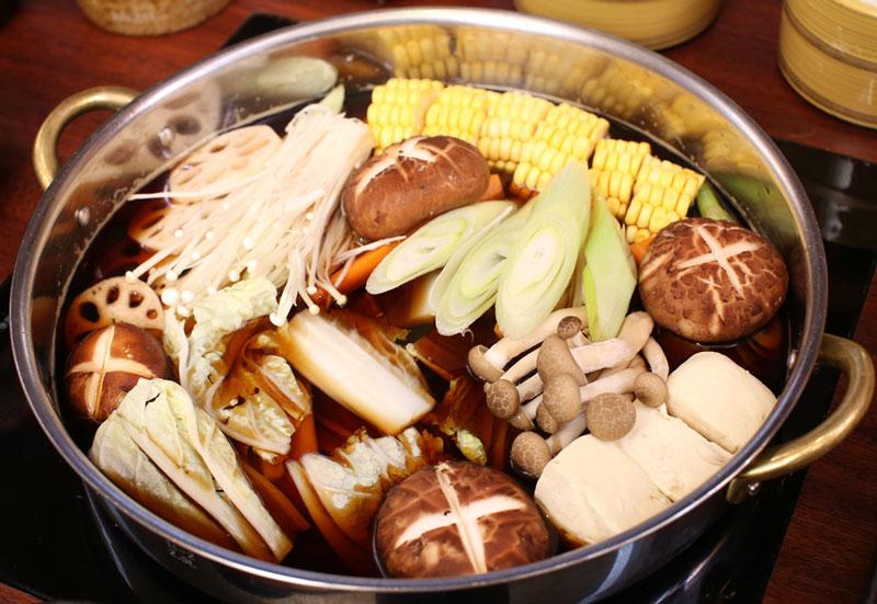 Món lẩu nấm chay rất dễ ăn và chứa nhiều dinh dưỡng. Ảnh minh họa.