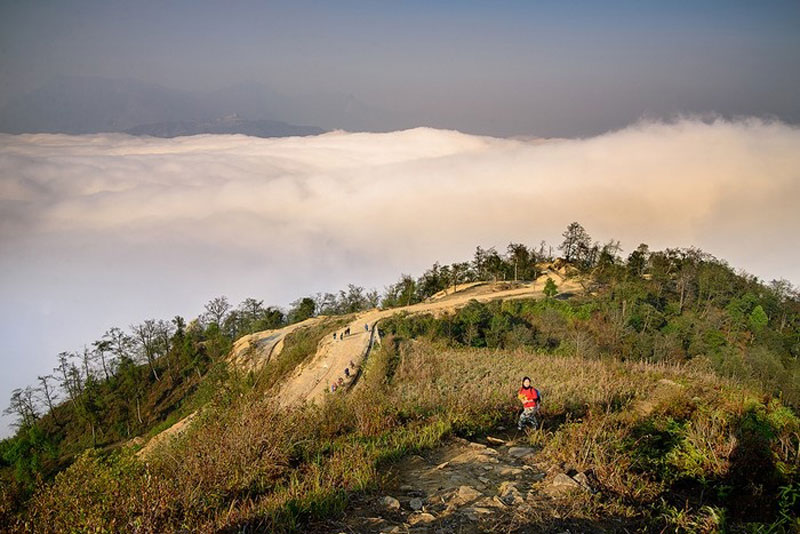 Nơi đây khí hậu ôn đới, quanh năm mây mù bao phủ tạo thành khung cảnh huyền ảo. Ảnh: Hachi8.