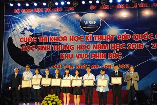 Hai nu sinh Ha Noi tong hop duoc 14 dan chat uc che ung thu hinh anh 1