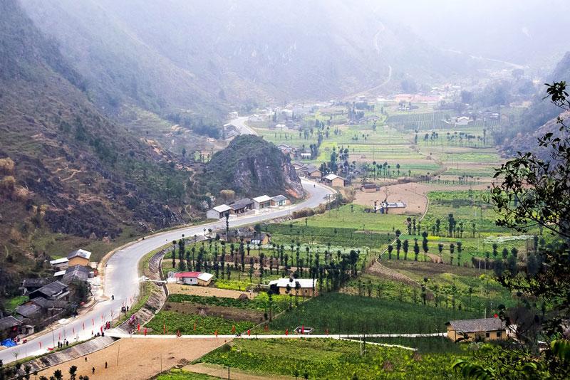 Cao nguyên đá Đồng Văn có diện tích 2.356,8 km2. Ảnh: Hachi8.