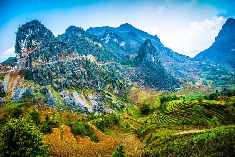 Hiện khu vực cao nguyên đá Đồng Văn là nơi cư ngụ của hơn 250.000 người dân thuộc 17 dân tộc thiểu số khác nhau của Việt Nam. Ảnh: Vita.