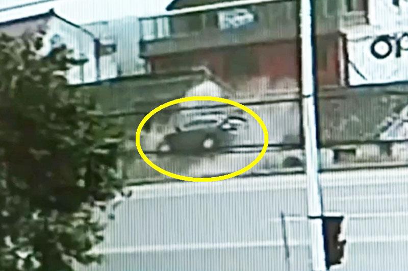 Honda CR-V nằm gọn trên mái nhà.