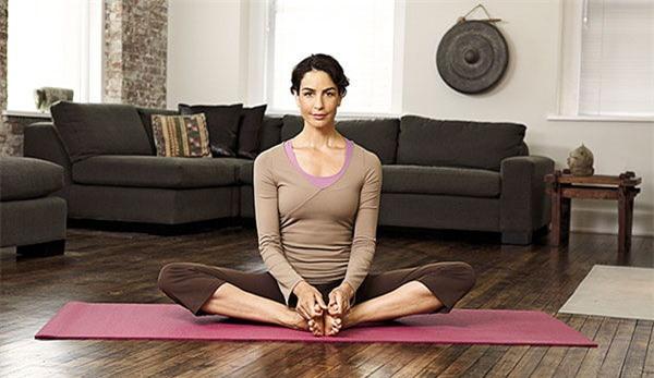 yoga, dong tac yoga giup ban tre trung va khoe manh 1