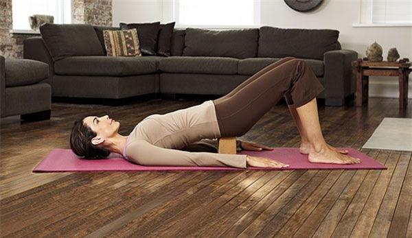 yoga, dong tac yoga giup ban tre trung va khoe manh 2
