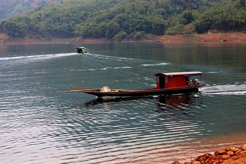 Xung quanh sông nước hữu tình, yên ả. Ảnh: Trần Thùy Linh.