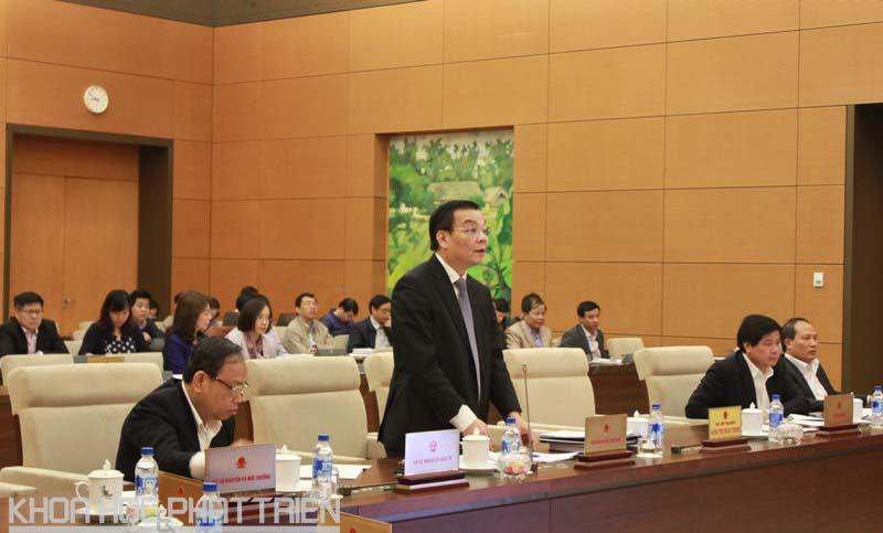 Bộ trưởng Bộ KH&CN Chu Ngọc Anh báo cáo tại phiên họp