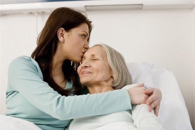 Sự quan tâm của con cái trưởng thành ảnh hưởng rất lớn tới tuổi thọ của cha mẹ.