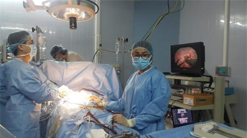 Lần đầu tiên ở Việt Nam thực hiện kỹ thuật mổ vá tim khi tim đang còn đập - 1