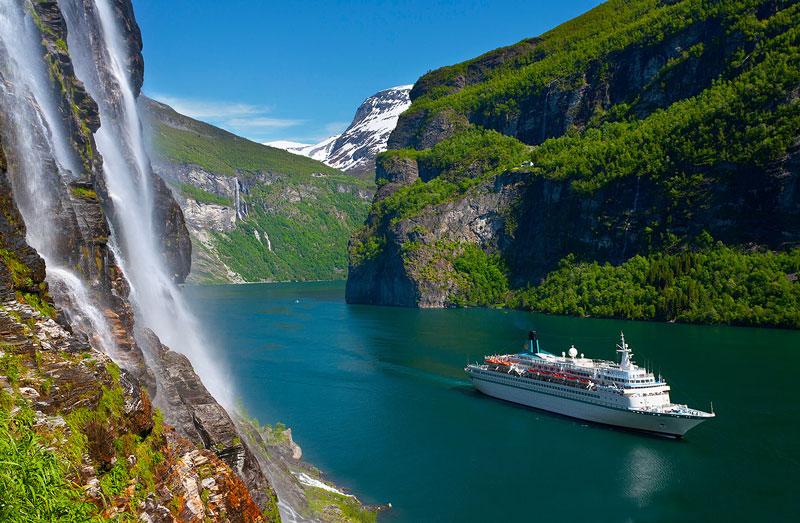 Vịnh dài khoảng 15 km, là 1 nhánh của vịnh Storfjord (vịnh hẹp lớn). Cuối vịnh hẹp này là làng nhỏ Geiranger.