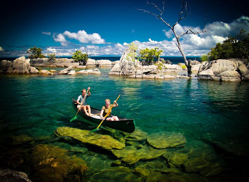 10. Mozambique. Đất nước nằm ở Đông Nam châu Phi. Mozambique không chỉ thu hút du khách tham quan bằng những dòng sông thơ mộng chảy qua các sườn núi, làng mạc trù phú rồi đổ ra biển, mà còn nổi tiếng bởi những bải biển tuyệt đẹp với nhiều khu nghỉ mát đẹp như tranh vẽ.