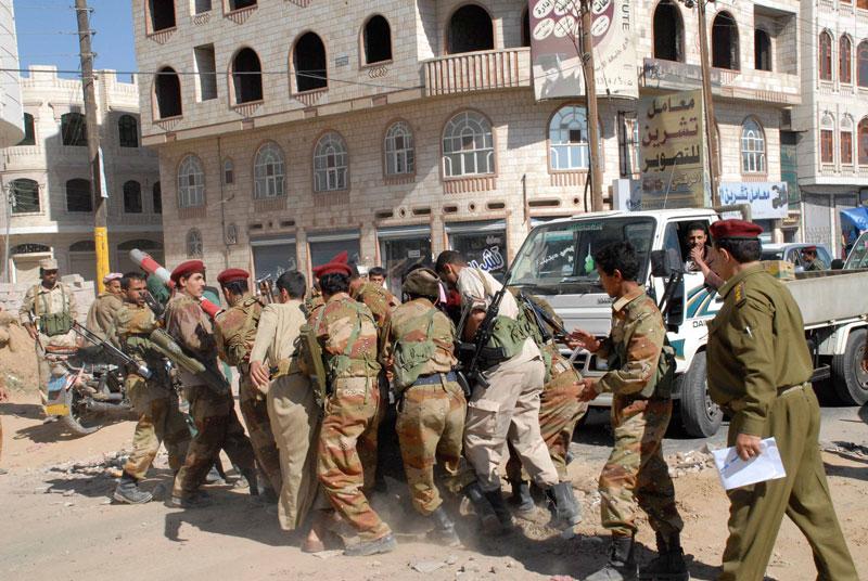 3. Sana'a. Thủ đô và là thành phố lớn nhất tại Yemen. Nơi đây được xem là chiến trường trong cuộc chiến ủy nhiệm giữa Iran và Ảrập Saudi. Sana'a trở thành mục tiêu và bị tàn phá bởi các trận không kích từ Ảrập Saudi.