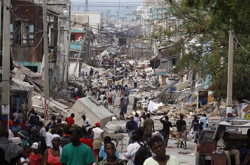 4. Port-au-Prince. Thủ đô và là thành phố lớn nhất Haiti. Năm 2010, Port-au-Prince đã bị phá hoại nặng nề bởi một trận động đất với nhiều công trình bị phá huỷ. Số lượng thương vong chưa được xác nhận chính thức. Thành phố thường xuyên xảy ra nạn cướp bóc và hiếp dâm.