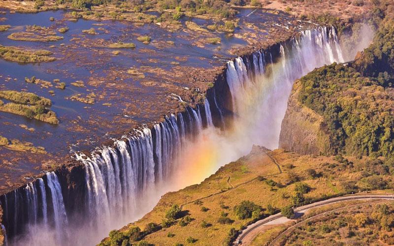 5. Zambia. Quốc gia Cộng Hòa nằm ở miền Nam châu Phi. Với những thắng cảnh thiên nhiên hoang sơ hùng vĩ cùng nhiều công trình độc đáo, Zambia sẽ mang đến cho bạn một chuyến du lịch đáng nhớ.