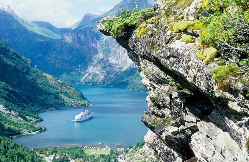 Tới đây, du khách sẽ được tận hưởng vẻ đẹp ngoạn mục của sông núi Na Uy.