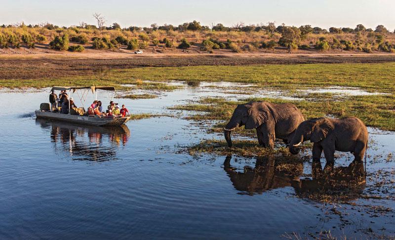 7. Botswana. Quốc gia nằm kín trong lục địa tại Nam Phi. Mảnh đất này nổi tiếng với nhiều danh lam thắng cảnh đẹp như cồn cát màu đỏ, cánh đồng muối lớn nhất thế giới hay những khu bảo tồn động vật hoang dã…