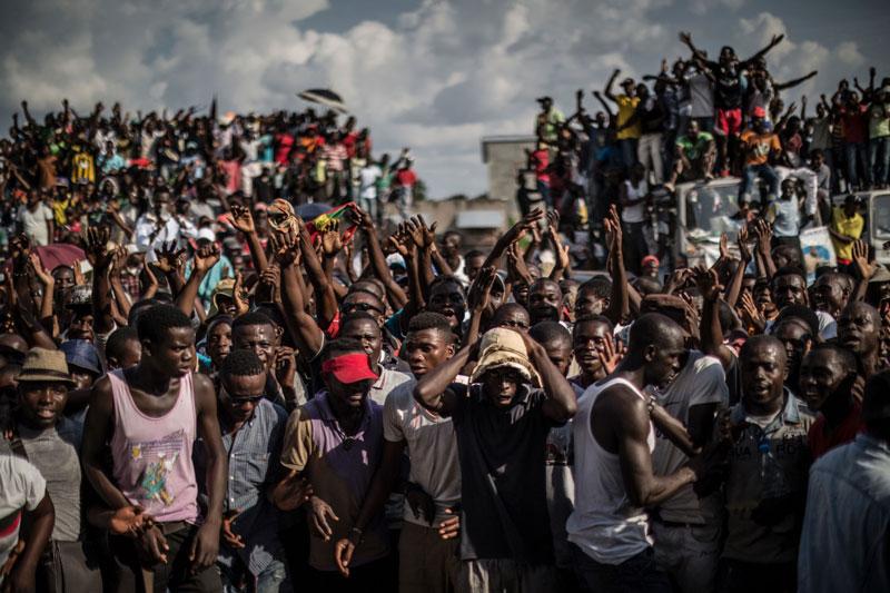 8. Brazzaville. Là Thủ đô của Cộng hòa Congo. Nạn tham nhũng của các quan chức chính phủ khiến người dân nơi rơi vào cảnh sống lầm than. Họ biểu tình để đòi lại công bằng và vô số người bị lực lượng cảnh sát giết hại.