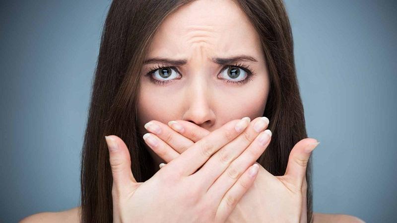 Hơi thở có mùi là cản trở trong công việc của bạn. Ảnh minh họa.