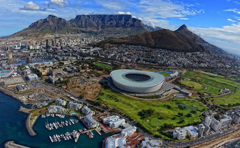 1. Nam Phi. Là quốc gia nằm ở mũi phía Nam lục địa châu Phi. Nam Phi có một lịch sử rất khác biệt với các quốc gia khác ở châu Phi, kết quả của quá trình nhập cư sớm từ Châu Âu và tầm quan trọng chiến lược của Con đường Biển Cape. Nam Phi được xem là quốc gia có nền kinh tế phát triển nhất châu Phi.