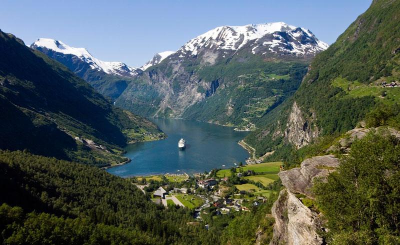 Khung cảnh bình yên của vịnh Geirangerfjord.