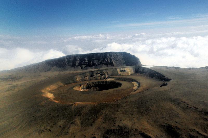 Đối với người dân bản địa thì Kilimanjaro có một ý nghĩa vô cùng quan trọng. Đó là nơi trú ngụ của thiên nhiên hoang dã, là lý tưởng mà con người ước mơ có thể vươn tới, và còn là biểu tượng cho nền độc lập châu Phi.