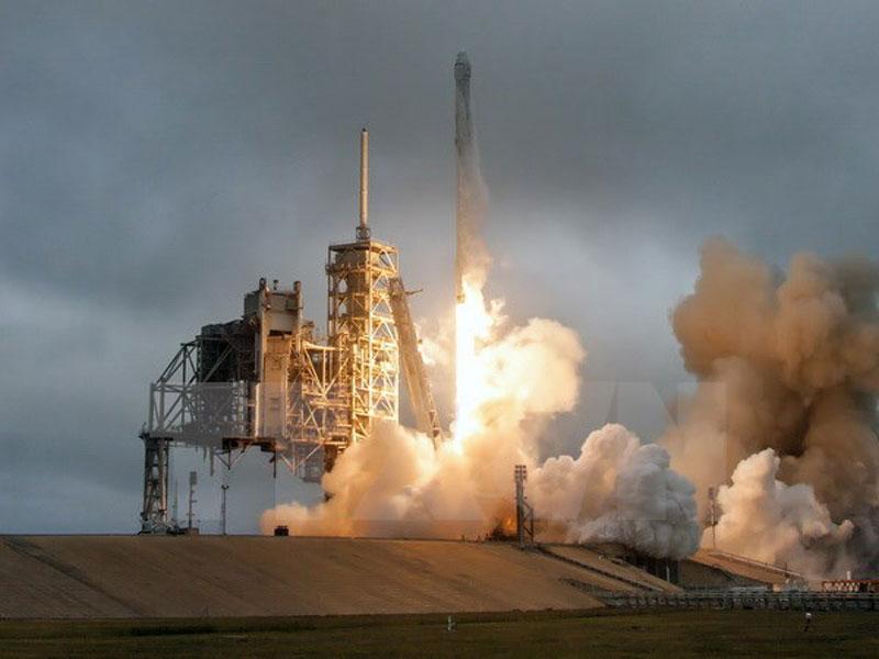 Tàu Dragon được tên lửa đẩy Falcon 9 đưa vào vũ trụ từ căn cứ không quân Cape Canaveral, bang Florida, Mỹ. (Nguồn: EPA/TTXVN).