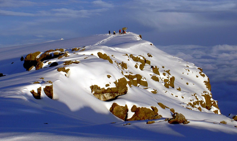 Vào cuối thập niên 1880, đỉnh Kibo bị băng bao phủ hoàn toàn với các sông băng chảy xuống ở các sườn phía Tây và Nam. Ngoại trừ vùng hình nón phía trong, toàn bộ vùng trũng miệng núi lửa bị băng vùi. Sông băng cũng chảy qua Western Breach.