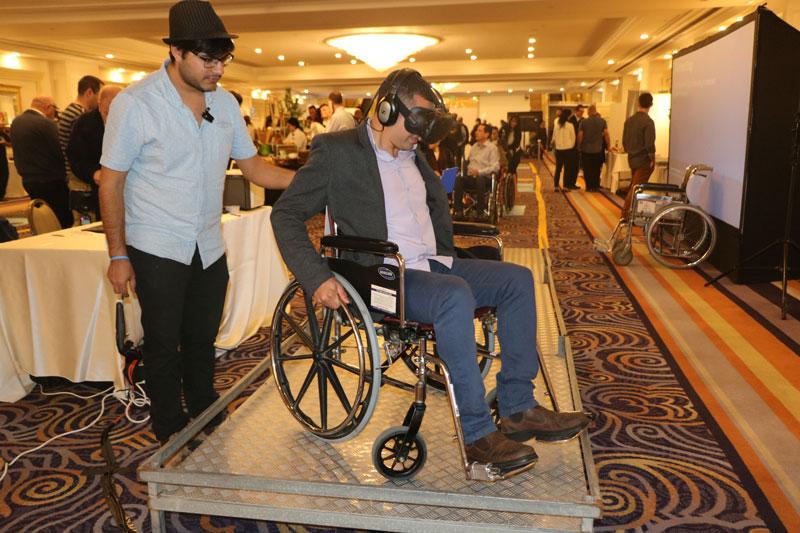 Trải nghiệm công nghệ VR (thực tế ảo) trên xe lăn.