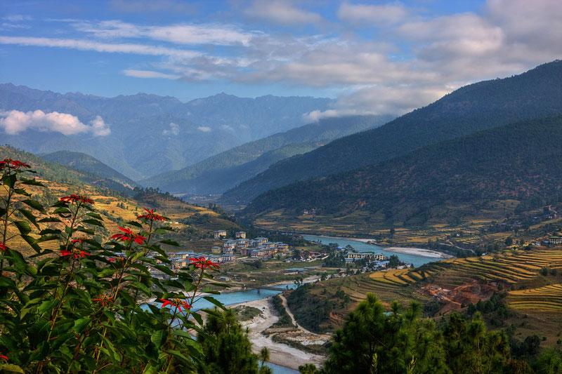 Hơn thế nữa, Bhutan còn có bầu không khí trong lành, ít bị ô nhiễm.