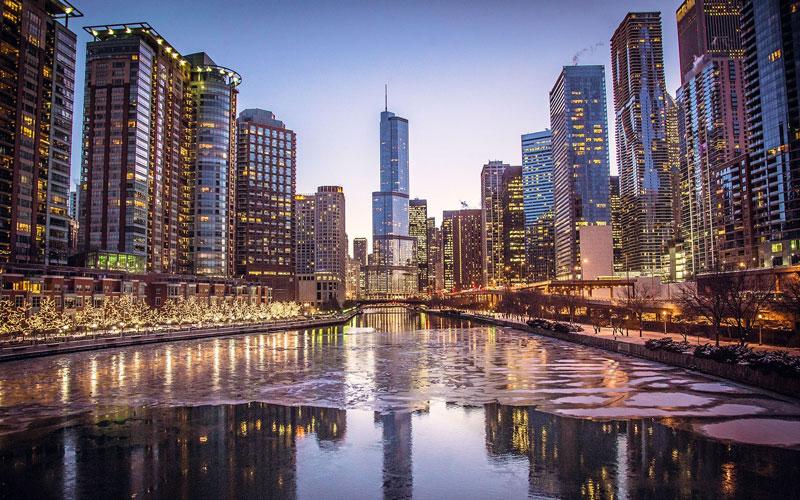 Trải dài giữa sông Chicago ở phía nam và phố Rush ở phía Bắc. Magnificent Mile là phố mua sắm lớn nổi tiếng nhất thành phố Chicago.