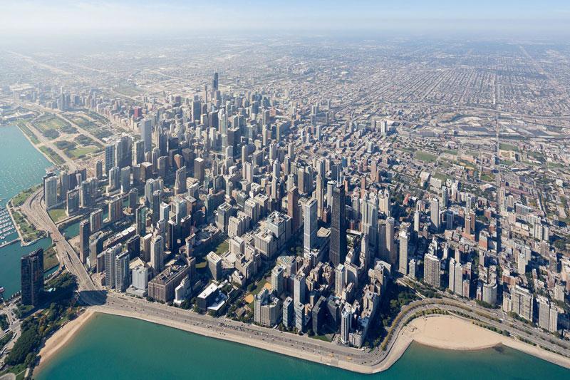 Ngày nay, thành phố là một trung tâm quốc tế về tài chính, thương nghiệp, công nghiệp, kỹ nghệ, truyền thông và giao thông.