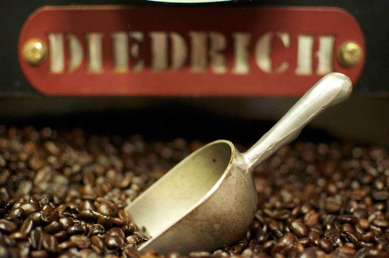 1. Cà phê Peaberry Tanzania. Được tuyển chọn từ những hạt cà phê Arabica thơm ngon nhất được trồng ở núi Meru và núi Kilimanjaro (Tanzania). Loại cà phê này có mùi vị rất nồng đậm và mang hương thơm của các loại hoa quả.