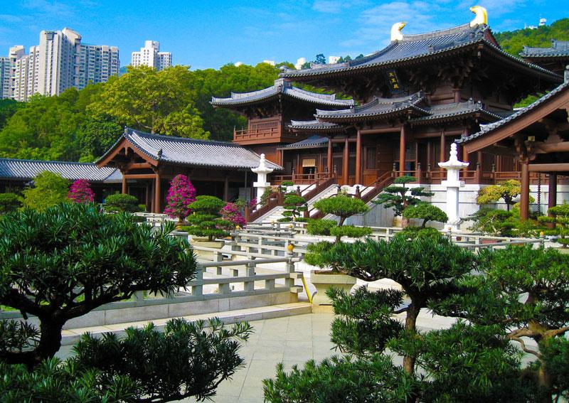 10. Tu viện Chi Lin. Là ngôi chùa Phật giáo lớn nằm ở đồi kim cương, Hồng Kông. Những bức tượng ở đây được làm từ vàng, đất sét, gỗ và đá. Chi Lin mang phong cách kiến trúc thời nhà Đường.