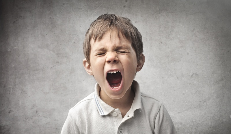Tuyệt đối không nói dối trẻ khi đi nhổ răng. Khi gặp nha sĩ, bé sẽ rất bất ngờ và có thể có những hành động chống trả.