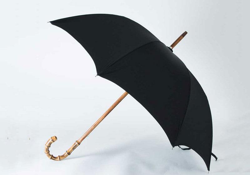 6. Maglia Francesco Cherry Wood Umbrellas - giá: 495 USD (tương đương 11,21 triệu đồng).